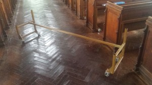 Metal frame, fixed under each pew